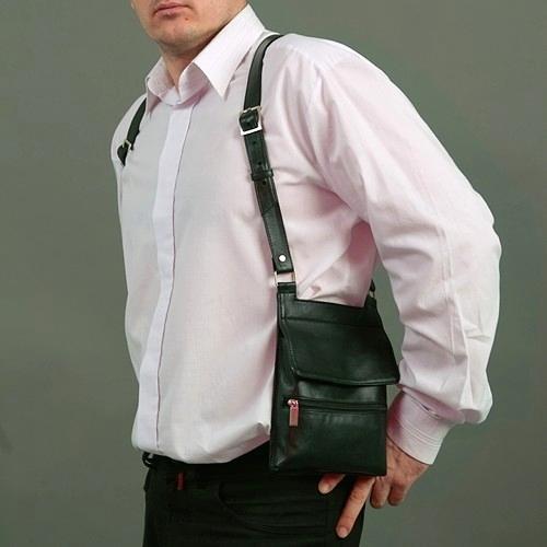Кобура-сумка отлично смотрится как на сорочке вкупе с...