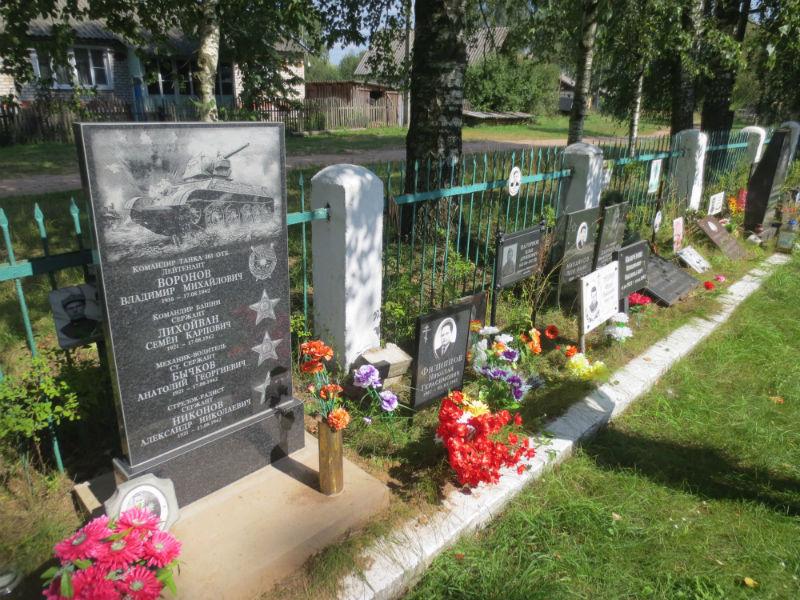 Мемориал в деревне Новая деревня Парфинского района.
