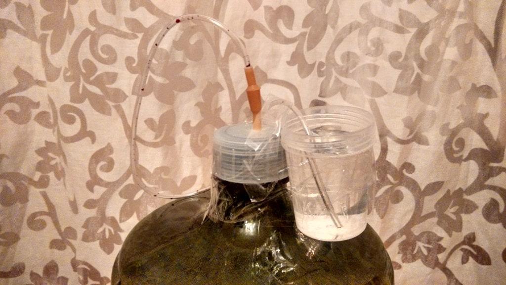 Как сделать гидрозатвор на вино 111