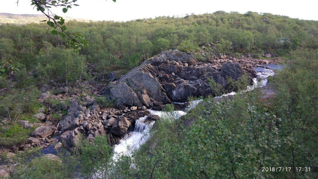 Водопад у реки Титовка