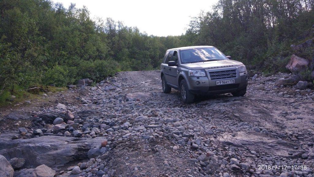 Дорога вдоль реки Титовка